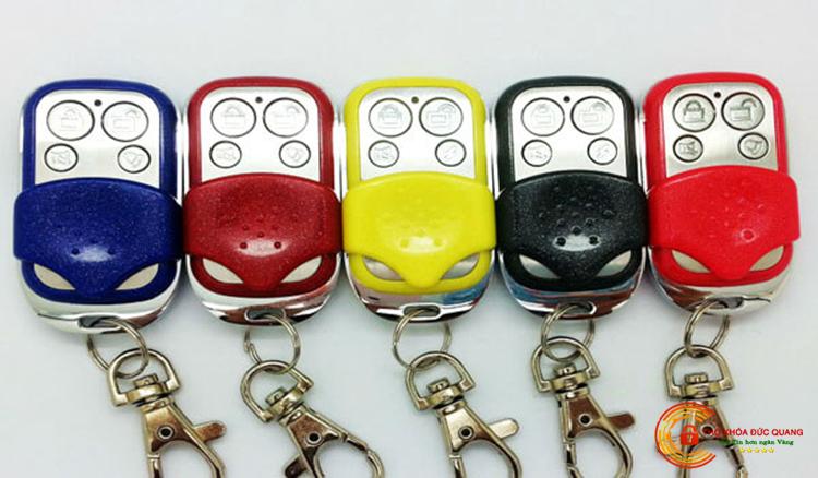 Đa dạng mẫu mã, màu sắc remote, chìa khóa cửa cuốn