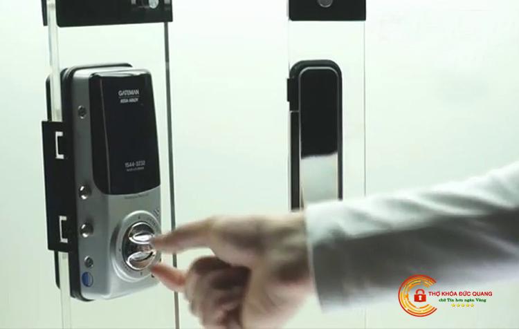 Đức Quang nhận sửa khóa cửa kính cường lực các loại