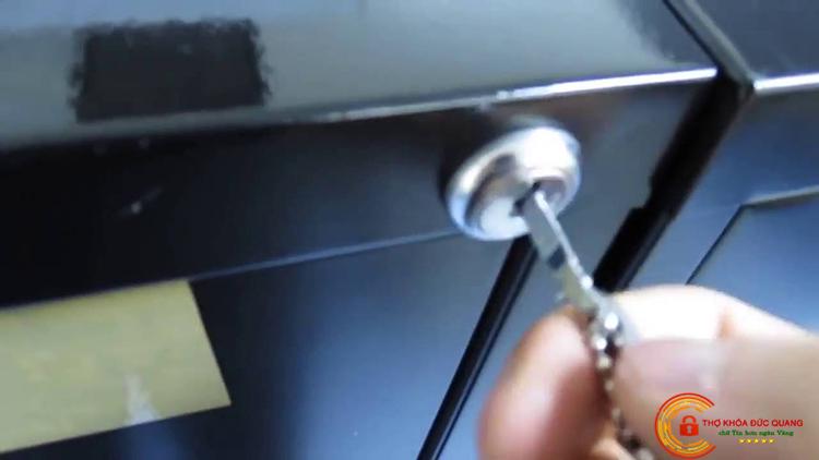 Sửa hoặc mở khóa tủ cần kinh nghiệm để đảm bảo an toàn cho thiết bị
