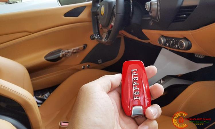 Làm chìa khóa xe Ferrari