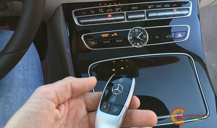 Làm chìa khóa xe Mercedes