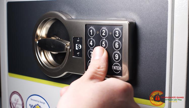 Sửa khóa két sắt điện tử - bấm số