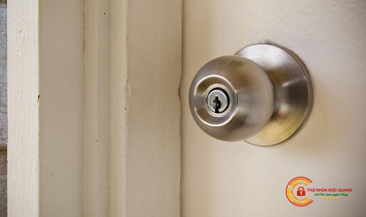 Thay ổ khóa cửa tay nắm tròn tại nhà Đồng Tháp