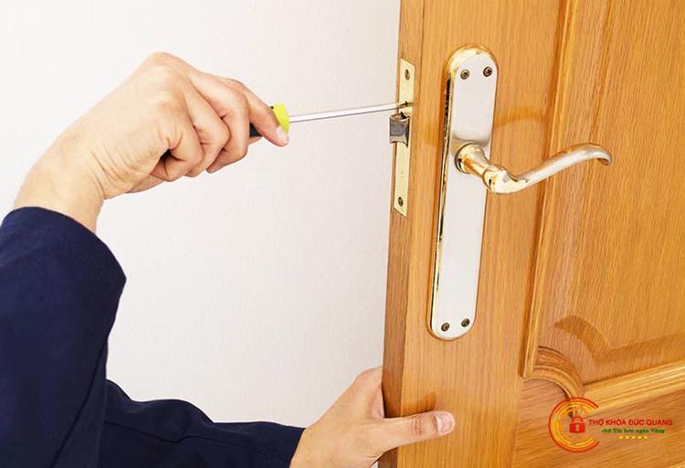 Thợ sửa khóa cửa gỗ uy tín, chuyên nghiệp