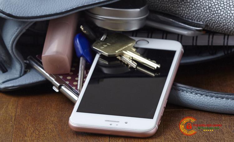 Hạn chế và tránh việc remote Smartkey tiếp xúc với các vật cứng, nhọn