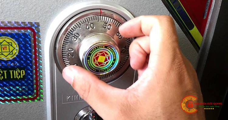Nên đọc kĩ hướng dẫn sử dụng két sắt trước khi dùng hoặc bảo dưỡng