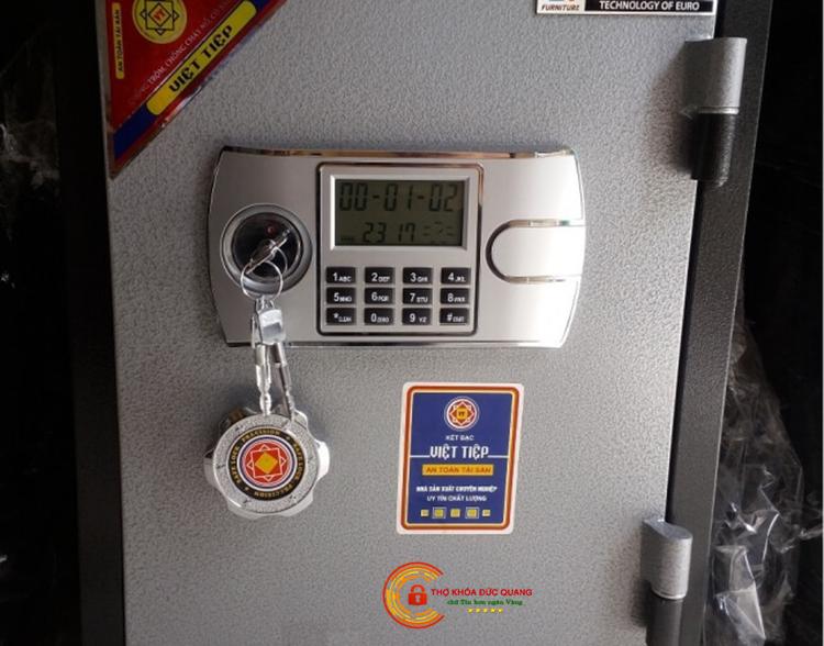 Két sắt kết hợp ổ khóa cơ và ổ khóa điện tử
