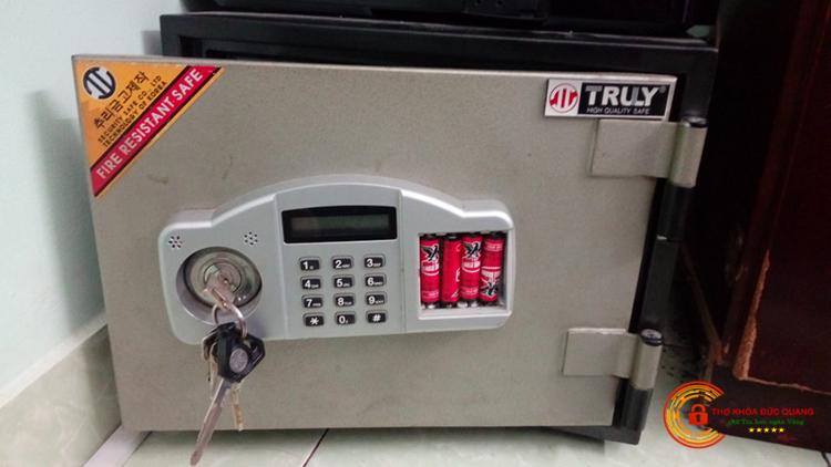 Cách mở két sắt điện tử PIN ngoài khi quên mã