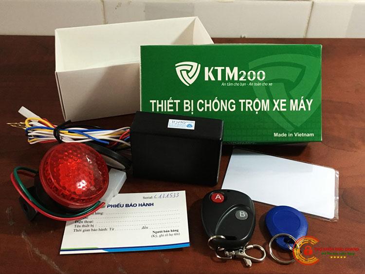 Khóa chống trộm xe máy bằng thẻ từ hoặc remote