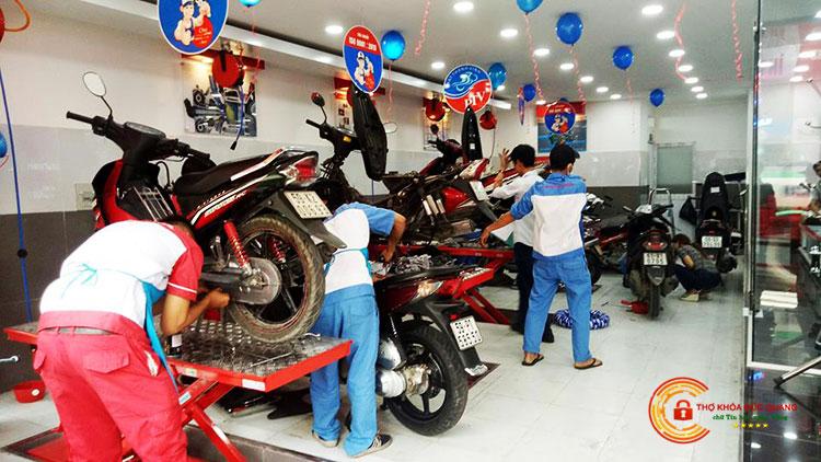 Thợ sửa xe máy