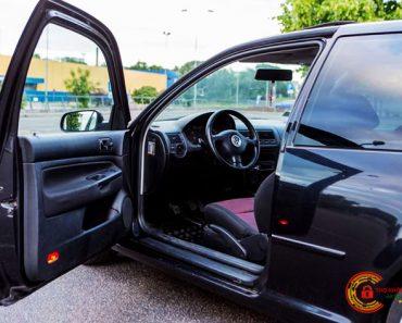 Cách mở cửa xe ô tô từ bên trong