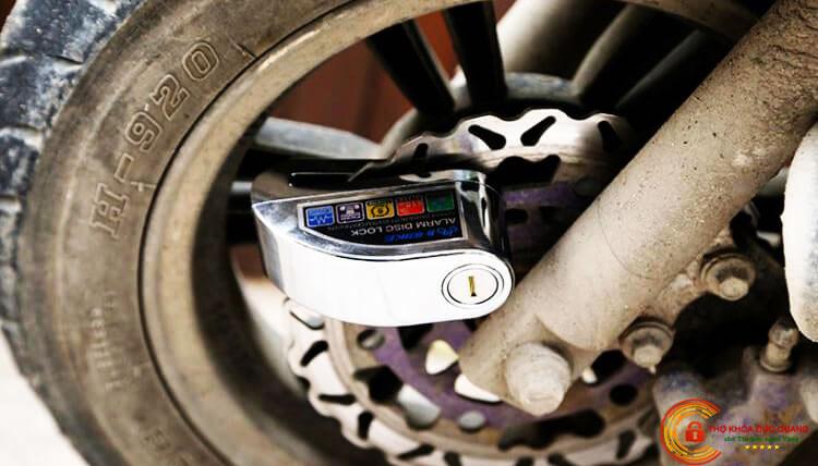 Khóa phanh đĩa xe máy có an toàn không