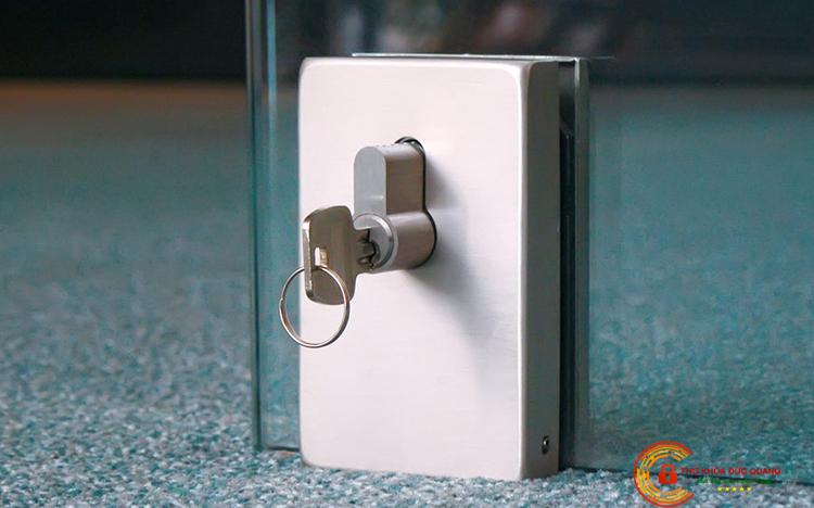 ổ khóa cửa kính bản lề sàn