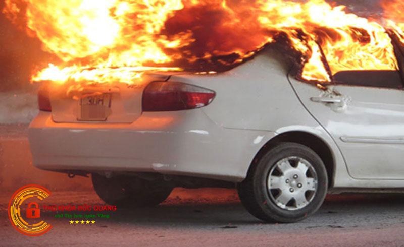 Mơ thấy ô tô bị cháy