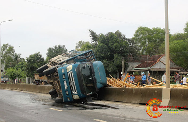 Nằm mơ thấy xe tải bị lật là điềm báo gì