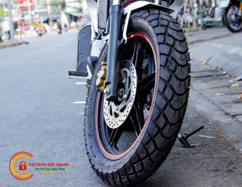 Vỏ lốp xe máy địa hình